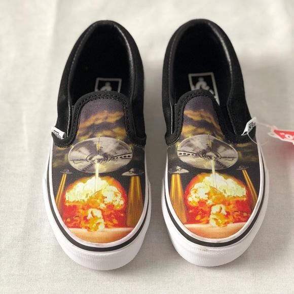 f6c654a9de6213 Vans Boy s Classic Slip on Alien Attack Skate Shoe